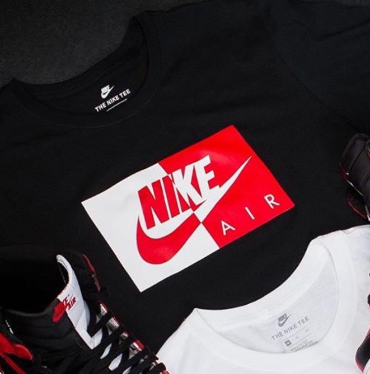 エア ジョーダン1 オマージュ トゥ ホーム Tシャツ
