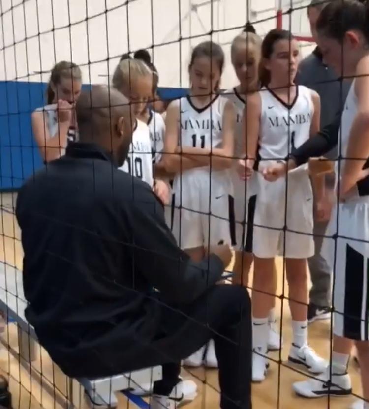 コービー・ブライアント バスケットボール女子チーム コーチ